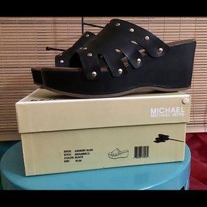 🎉🥂💃HOST PICK🥂💃🎉MICHAEL KORS slip on shoes 💃
